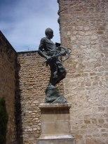 Monumento al Ballestero, ubicado en la Puerta de Úbeda (Baeza).
